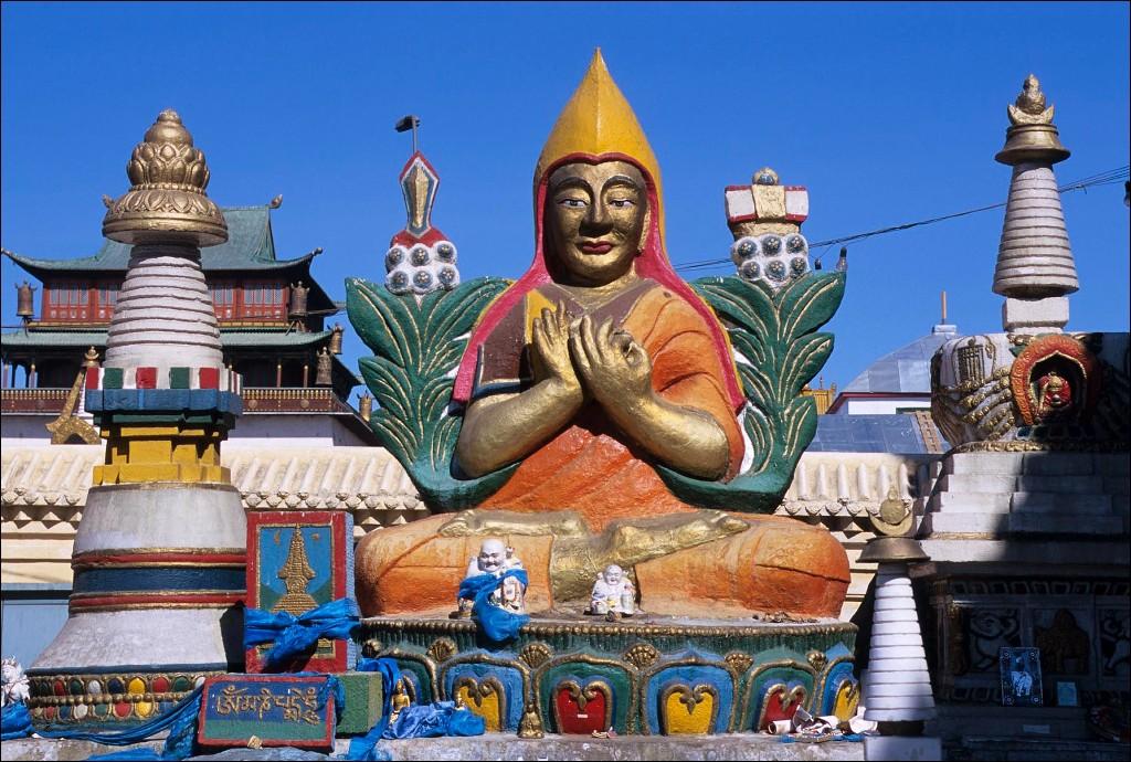 MONGOLIA, ULAANBAATAR, GANDAN HILL MONASTERY, TIBETAN BUDDHISM, COLORFUL BUDDHA STATUE